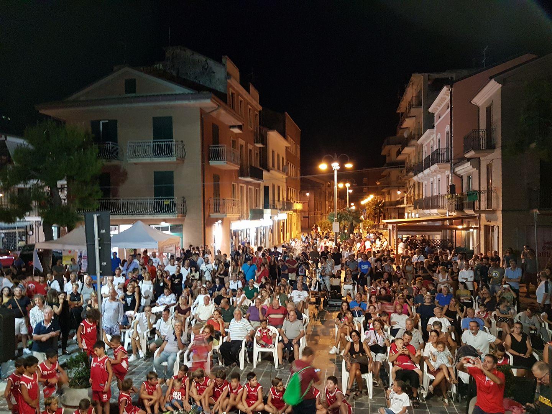 Cori ed entusiasmo, bagno di folla per la Malloni P.S.Elpidio