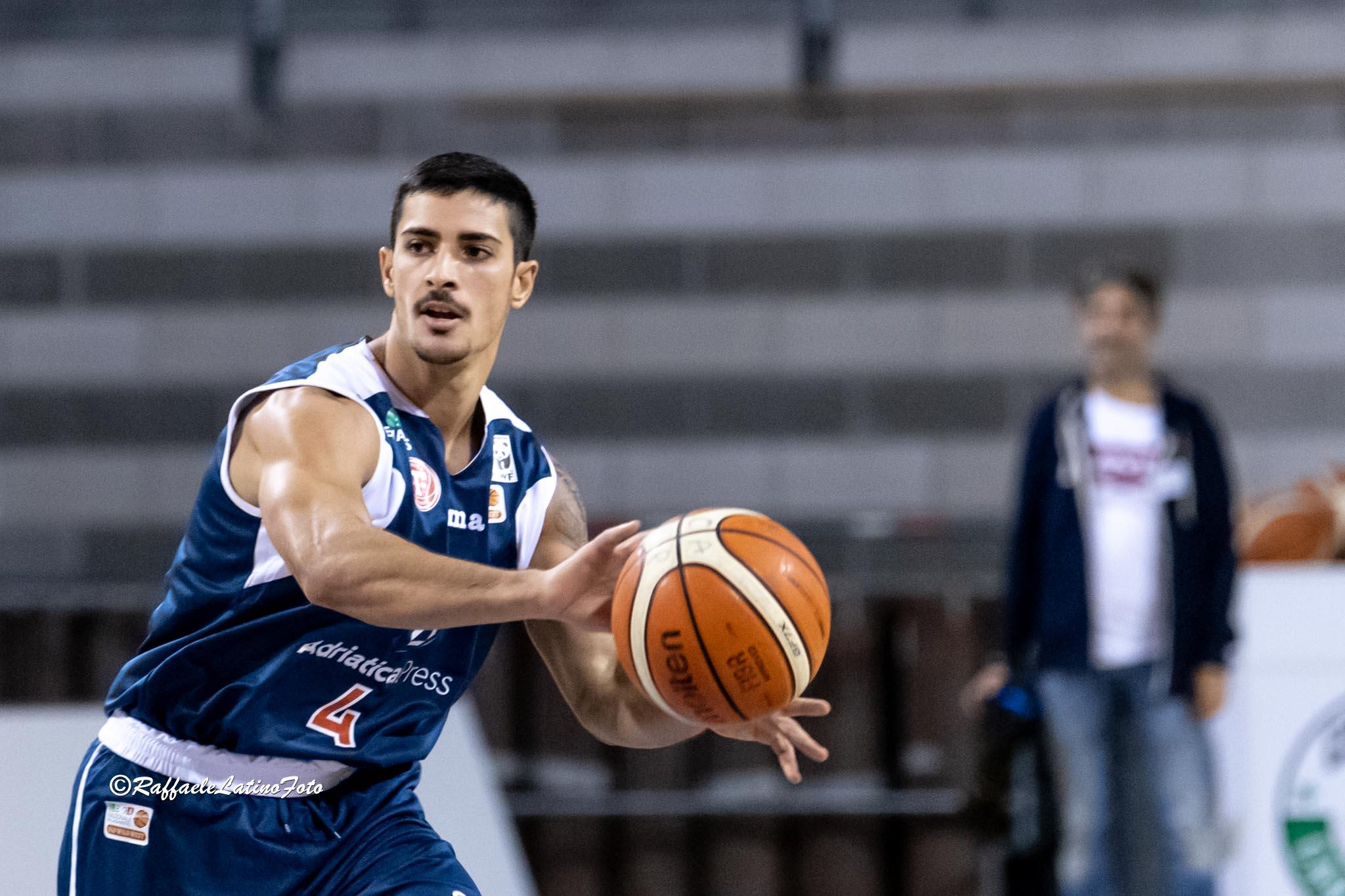 Il Porto Sant'Elpidio Basket firma Valerio Costa